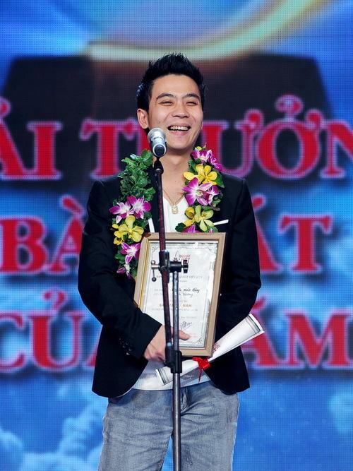 """Thành Vương đoạt giải """"Bài hát của năm"""" với ca khúc """"Ký ức mùa đông""""."""