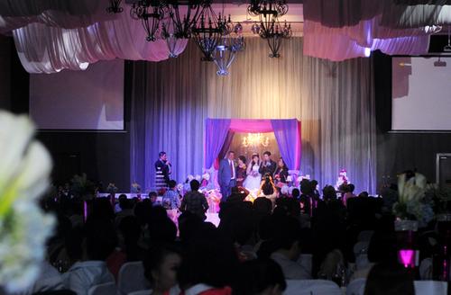 Đám cưới của Thái Hòa diễn ra trong không khí ấm cúng và thân tình với sự góp mặt của khoảng 500 khách mời. Phát biểu trong hôn lễ, Thái Hòa