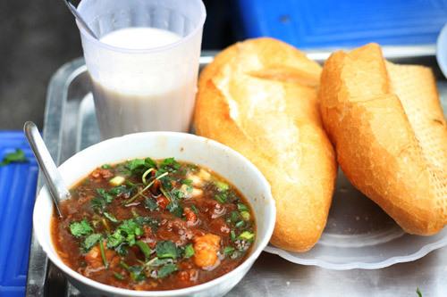 Sau khi thưởng thức bánh mì sốt vang, bạn có thể uống thêm cốc sữa đậu.