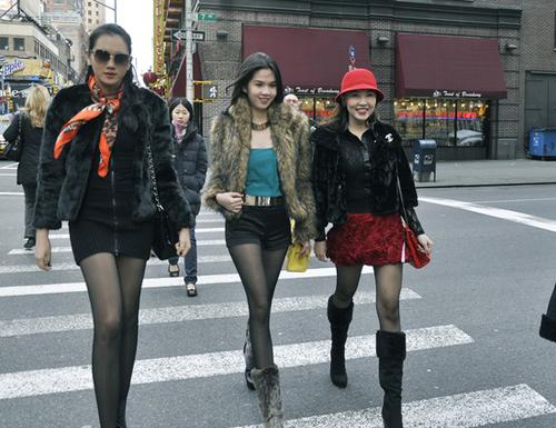 Ba người đẹp khám phá thành phố New York.