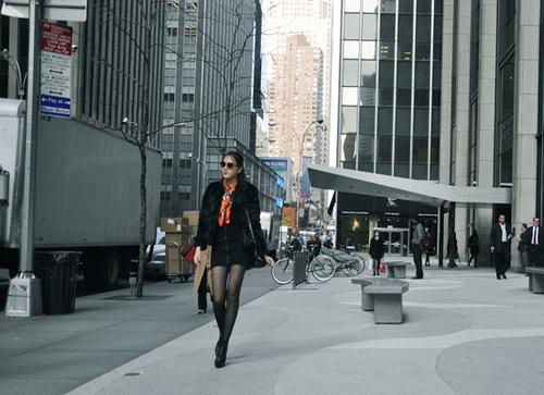 """Đây là lần đầu tiên Ngọc Thạch được mời trình diễn thời trang tại Mỹ. Nhà thiết kế Cory từng chia sẻ, khi về Việt Nam và tham gia """"Đêm hội chân dài"""", anh đã bị ấn tượng bởi hai gương mặt là Tuyết Lan và Ngọc Thạch. Nhà thiết kế này cũng yêu cầu Ngọc Thạch phải tích cực giảm cân thì mới có cơ hội được trình diễn thời trang tại Mỹ."""