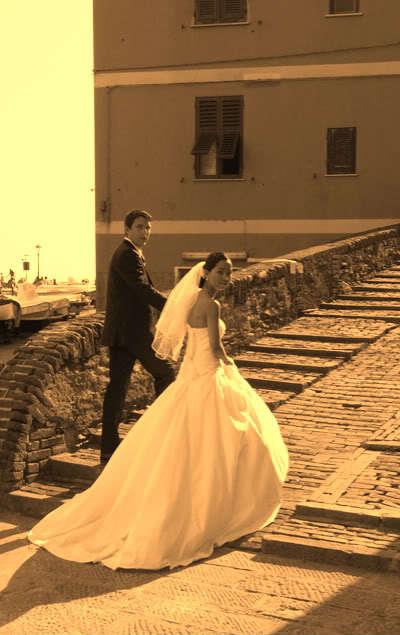 Mai và Giorgio hạnh phúc trong ngày cưới. Ảnh: