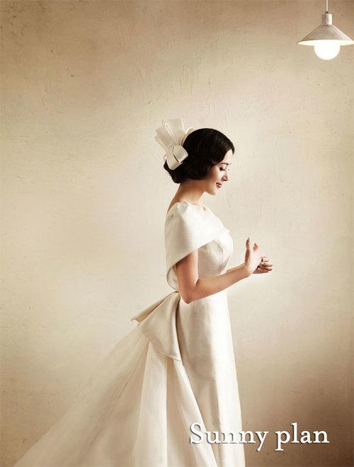 Bộ ảnh với phong cách cổ điển, làm nổi bật vẻ đẹp sang trọng, quyến rũ của Lee Eun Hee.
