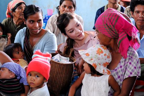 Chia sẻ về chuyến đi của mình, Lý Nhã Kỳ cho biết, cô rất hạnh phúc khi đưa được những người thân từ Hong Kong đến những vùng sâu, vùng xa của đất nước, thông qua đó, cô hy vọng họ sẽ tiếp tục vận động bạn bè quốc tế, nhằm góp phần cải thiện đời sống cho người dân nghèo ở Tây Nguyên.