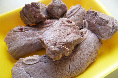 Thịt bò sau khi được luộc sơ.