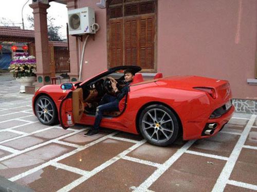 Chiếc xe cũng tham gia rước dâu.