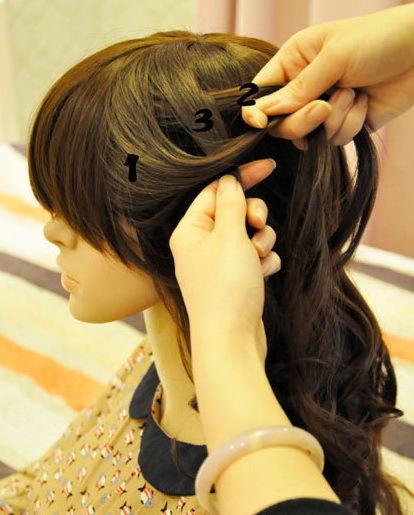 Vắt lọn tóc số 1 lên lọn số 3