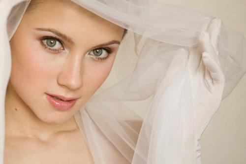Cô dâu có làn da trắng dễ trang điểm và kết hợp quần áo. Ảnh: IM.