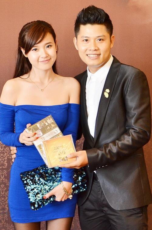 Cũng trong chiều qua, Nguyễn Văn Chung giới thiệu đến báo giới và các bạn bè đồng nghiệp của anh DVD liveshow My memories  Kỷ niệm 10 năm sáng tác. Đây là bản ghi hình chương trình biểu diễn ngày 27/10/2011 tại Nhà văn hóa Thanh niên TP HCM. Diễn viên Midu vui vẻ chúc mừng chàng nhạc sĩ trẻ cùng lúc ra mắt hai sản phẩm ưng ý.