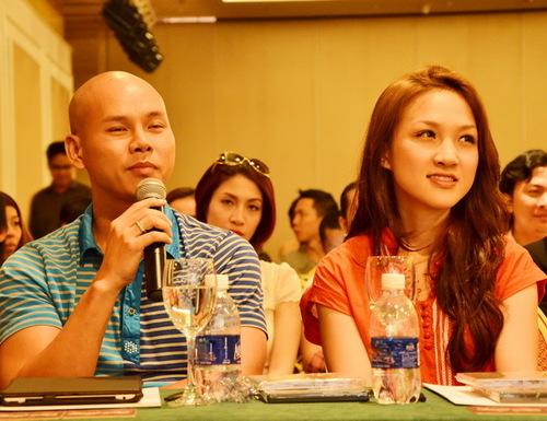 Phan Đinh Tùng đưa vợ mới cưới  ca sĩ Thái Ngọc Bích  đi dự họp báo của người bạn thân. Anh cũng gửi lời chúc mừng Nguyễn Văn Chung thành công với chuỗi mini liveshow My Memories vòng quanh các trường đại học, các khu công nghiệp và các phòng trà trong năm 2012.
