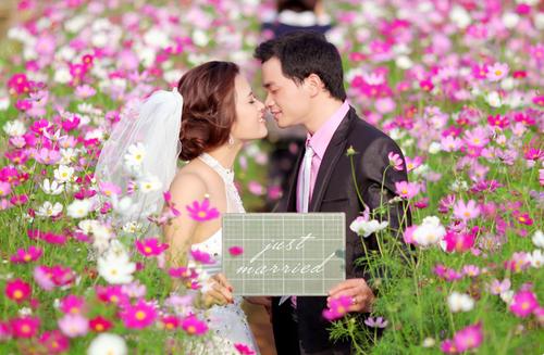 Giữa cánh đồng hoa bươm bướm rực rỡ, chú rể Đình Thắng của 'Hạnh phúc là khi mình bên nhau' đã ngỏ lời với cô dâu Phương Thảo.