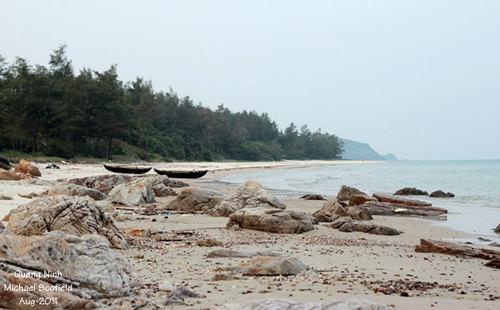 Biển Quan Lạn còn hoang sơ như chưa có bàn tay con người tác động.