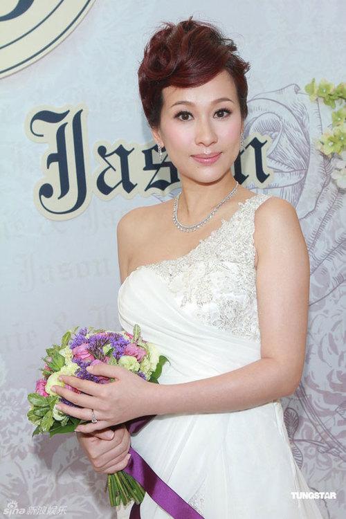 Nữ diễn viên Hong Kong tiết lộ, cô đã có tin vui và đang chờ mong em bé tuổi Rồng chào đời.