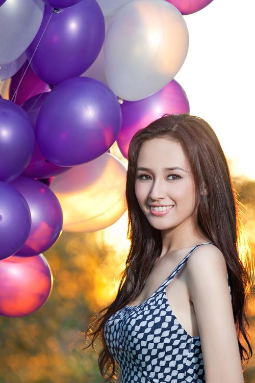 Hoa hậu Mai Phương Thúy với vẻ tươi trẻ, giản dị.