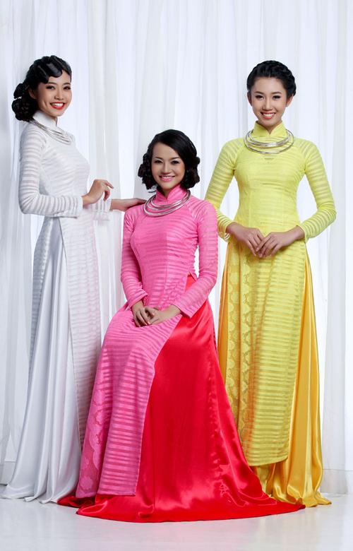 Từ trái qua: người đẹp Ninh Hoàng Ngân, chân dài Trần Kiều Ngân và top 15 Nữ hoàng Du lịch Quốc tế 2011 Lê Huỳnh Thúy Ngân.