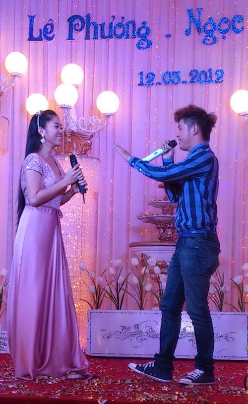 Ca sĩ Thanh Duy lên hát tặng người bạn thân mà anh vô cùng yêu quý. Cả hai cũng là đồng hương của nhau.
