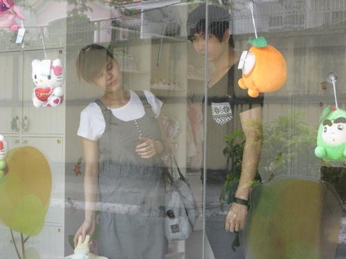 Trương Quỳnh Anh bị bắt gặp đi mua đồ sơ sinh cùng Tim.
