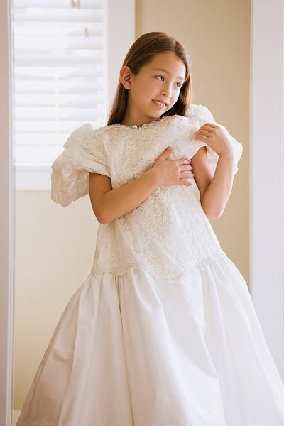 Từ bé tôi đã mơ ước một ngày được khoác lên mình chiếc váy cưới lộng lẫy. Ảnh minh họa: IM.