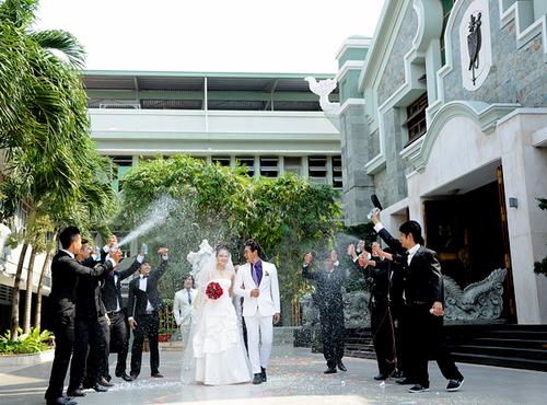 Đám cưới của Thùy Dương và Hồng Ân trên phim diễn ra khá lãng mạn, độc đáo với sự tham dự của 10 chàng trai