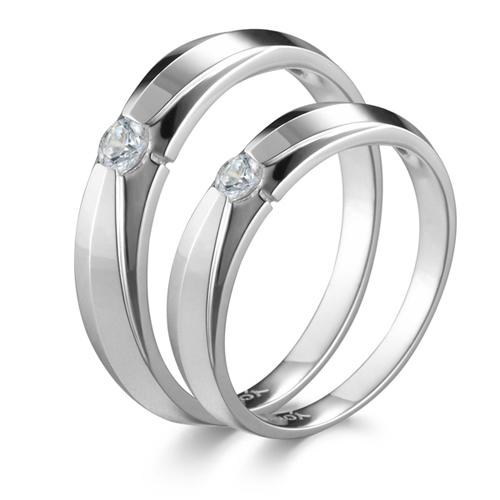 Nhẫn cưới của Thế giới kim cương cũng thường xuyên có các dịp giảm giá hoặc cho khách hàng trả góp khi mua trang sức.
