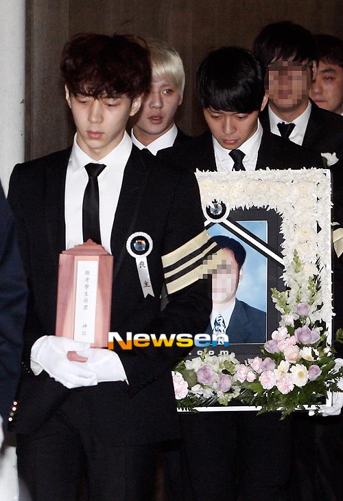 Những người bạn của Park Yoo Chun trong JYJ đã đến