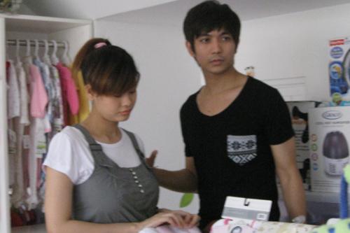 Trương Quỳnh Anh và Tim lộ ảnh đi mua đồ dùng cho trẻ sơ sinh cách đây 3 ngày.