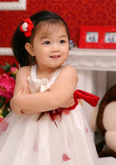 Bé Nguyễn Bảo Ngân, 3 tuổi, sinh ngày 26/3/2009.