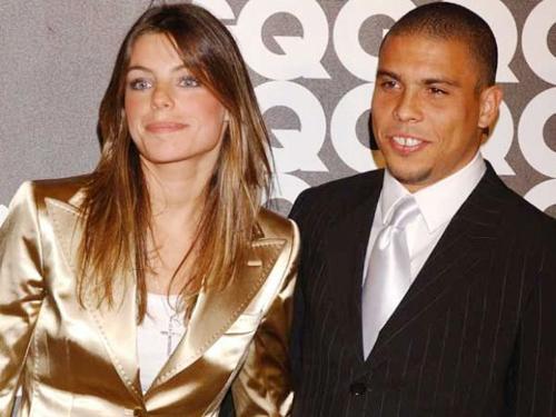 Hai năm sau khi li dị vợ, Ronaldo kết hôn với người đẹp Daniella Cicarelli nhưng chỉ 3 tháng sau họ chia tay.