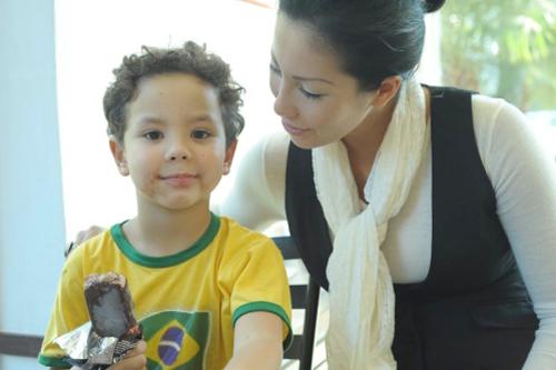 Cuối năm 2010, Ronaldo thừa nhận có con rơi sau khi kết quả xét nghiệm ADN chứng minh anh là bố của bé Alex.
