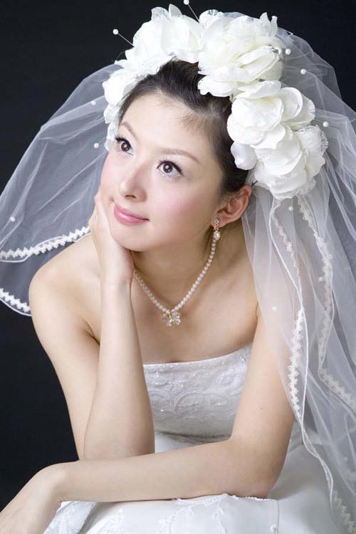 Voan cầu kỳ hay đơn giản tùy ý thích của cô dâu. Ảnh: WID.