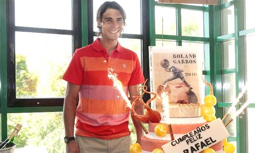 Tay vợt số hai thế giới, Rafael Nadal, đón tuổi 24...