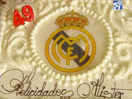 Chiếc bánh của 'Người đặc biệt' gắn cả logo của Real.