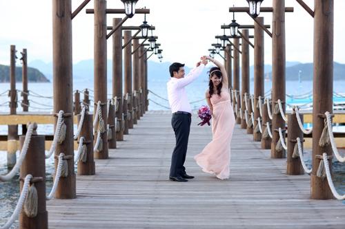 Cô dâu chú rể lãng mạn trong bộ ảnh 'Lời hẹn ước'.