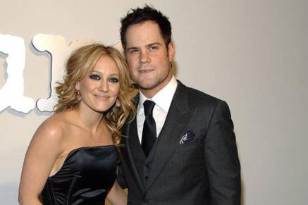 Hilary Duff và chồng, cầu thủ hockey Mike.