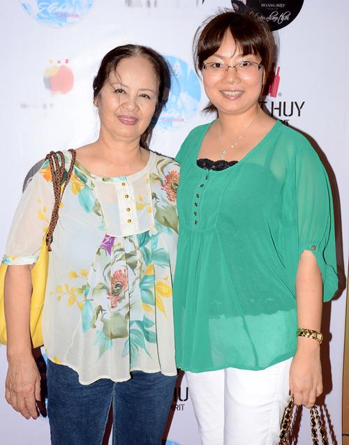 Đi cùng mẹ Bằng Kiều tới dự event chiều qua còn có cháu gái ruột cựu thành viên Quả Dưa Hấu.