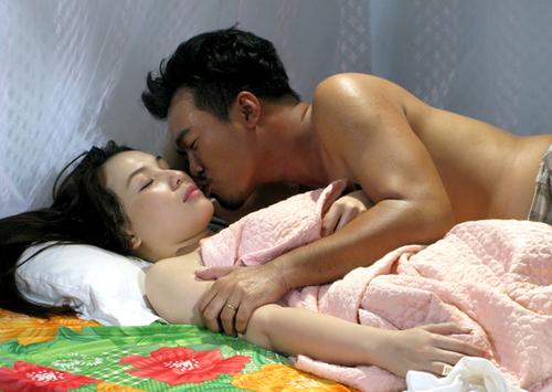 Không chỉ với Nam Thành, Quỳnh Thư còn có cảnh nóng diễn cùng diễn viên Huy Cường.