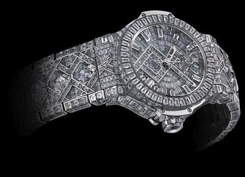 Để tạo ra chiếc đồng hồ này, nhà sản xuất đã phải dành ra tới 14 tháng.