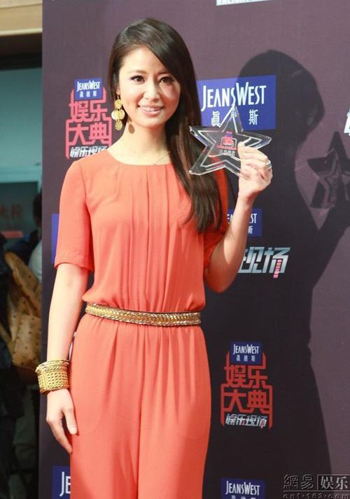 """Lâm Tâm Như giành giải Nữ diễn viên truyền hình được yêu thích nhất với vai diễn trong phim """"Huynh thế hoàng phi""""."""