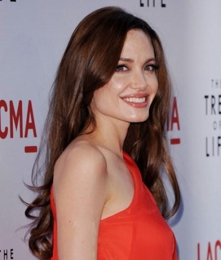 Vàng nâu là màu tóc được Jolie để lâu nhất.