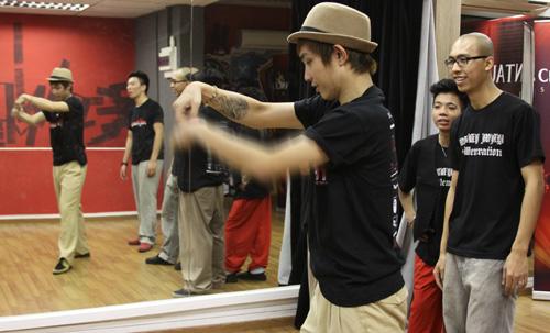 Phần trình diễn của các chàng trai đến từ Hà Nội nhận được sự tán thưởng của khán giả.
