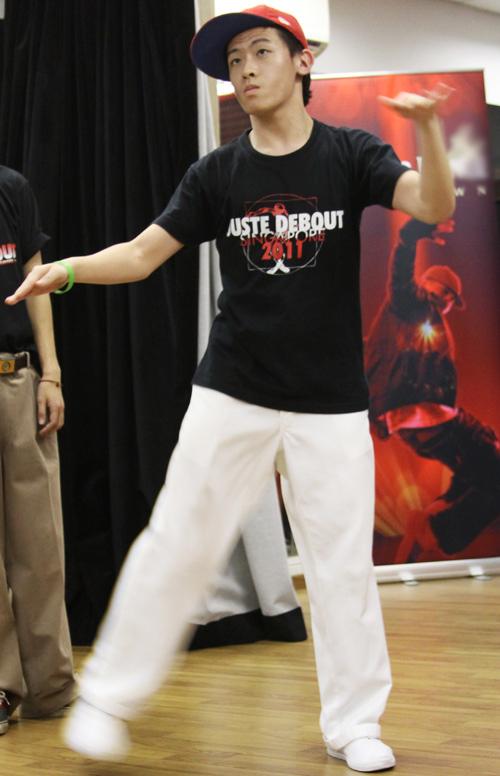 Nhóm nhảy Poppers Action Party cũng tỏ ra không hề kém cạnh.
