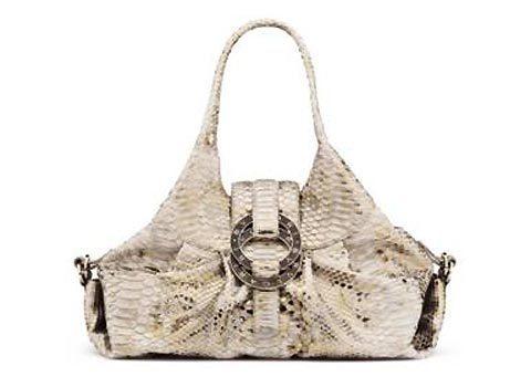 Mẫu túi Chanra được làm trên chất liệu hoàn toàn mới.