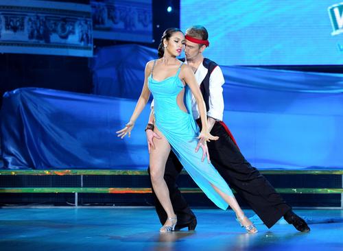 """Người đẹp là thí sinh đầu tiên chia tay """"Bước nhảy hoàn vũ 2012"""" vì có tổng điểm thấp nhất sau 2 đêm thi."""