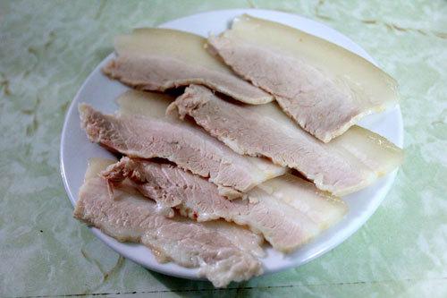 Một suất bánh tráng cuốn thịt heo có giá 35.000 đồng.