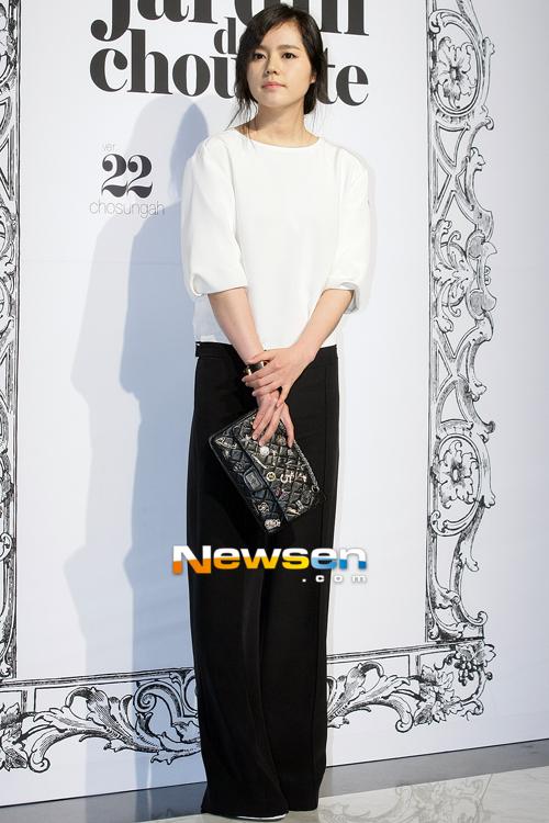 """Han Ga In kín đáo và phong cách. Từ sau thành công của """"Mặt trăng ôm mặt trời"""", tên tuổi cô đang rất được quan tâm."""
