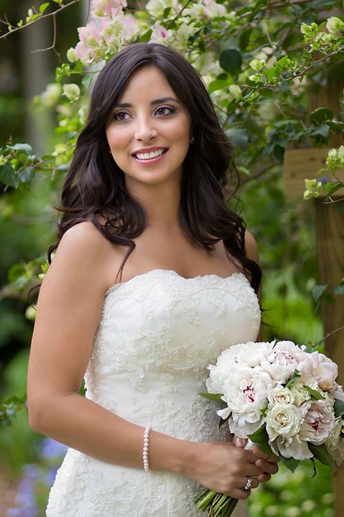 Nhiều người tin rằng mẫu đơn tượng trưng cho sự trong trắng của cô dâu.