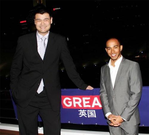 Lewis Hamilton đang ở Thượng Hải, chuẩn bị cho chặng đua F1 cuối tuần này.