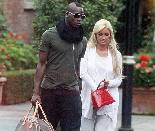 Balotelli và Holley