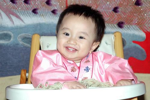 Bé Han Jae Won (tên gọi ở nhà là Gago) có mẹ là người Việt Nam.