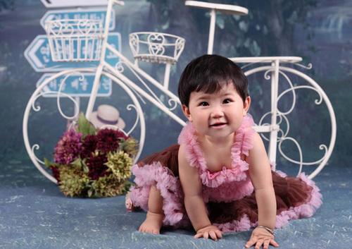 Bé Park Linh Chi, sinh ngày 30/3/2011.
